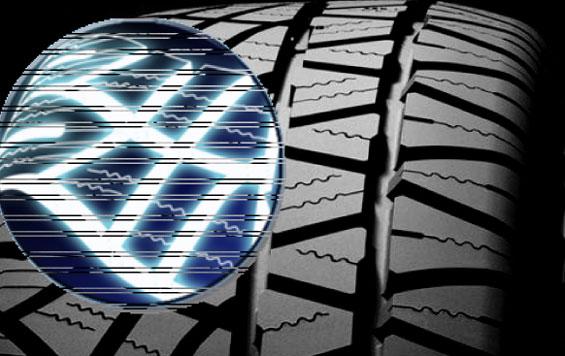 Die speziell geschwungenen Profilblöcke des MICHELIN Latitude Cross ermöglichen, dass der Reifen in einer gleichmäßigen Vorwärtsbewegung abrollt.  (Foto: Michelin)